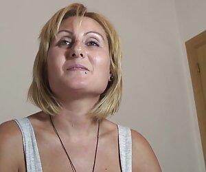 گاییدن, مادر دوست داشتنی در آشپزخانه با آن غنی تزئین شده داستانهای سکسی جدید 2018 با دختر