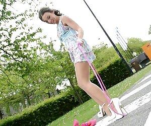 یک زن سیاوش دلسوز جدید در جوراب ساق بلند استمناء با بیدمشک صاف
