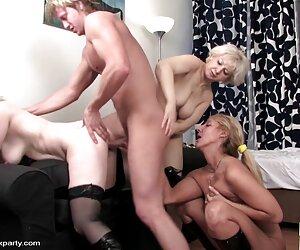 یک زن در یک پا سیاه و سفید مکیده سکس مصور جدید دیک عاشق او و سپس او را زیر کلیک