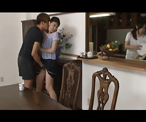 دوربین مخفی در اتاق مادر فیلم برداری به عنوان داستانسکسی تصویری جدید او می شود لباس پوشیدن
